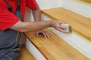 Holztreppe Renovieren Kosten : mit welchen kosten muss man beim renovieren einer holztreppe rechnen heimhelden ~ Watch28wear.com Haus und Dekorationen