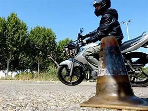 A Quel Age Peut On Conduire Une Moto 50cc : conduire une moto 125 avec permis b moto plein phare ~ Medecine-chirurgie-esthetiques.com Avis de Voitures