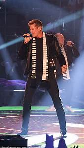 David Hasselhoff 2018 : david hasselhoff wears piano themed scarf as he performs in germany daily mail online ~ Medecine-chirurgie-esthetiques.com Avis de Voitures
