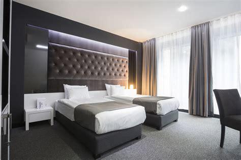 chambre hotel design cuisine mobilier bois gris neutre moderne froid cocon lit