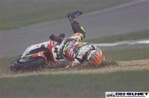 Rider-wipeout-racing-bike-crash-photo-motorcycle-accident