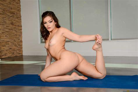 Lexi Vex Likes Yoga And Anal Sex MILF Fox