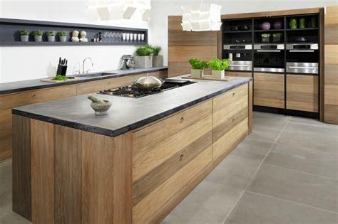 cuisine avec plan de travail en bois plan de travail credence cuisine 4 d233co de cuisine avec meubles en bois et plan de travail