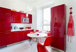 Rote Arbeitsplatte Küche : einrichten mit farben rote farbe energie und leidenschaft zu hause ~ Sanjose-hotels-ca.com Haus und Dekorationen