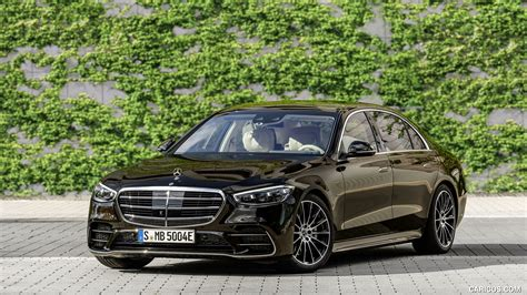 Mercedes also upgraded the augmented reality content and added an active distance assist function that displays images virtually at a distance of 32 feet in front of the driver. 2021 Mercedes-Benz S-Class Plug-in-Hybrid (Color: Onyx Black) - Front Three-Quarter | HD ...