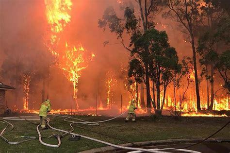 sydney bushfire massive blaze raging  suburbs