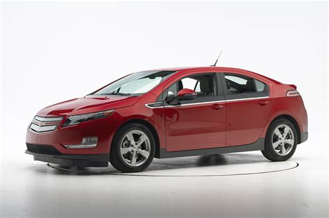 2014 chevy volt electric range 2014 chevrolet volt iihs small overlap side test front three quarters photo 1