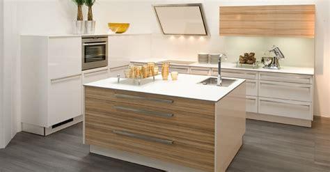 meuble cuisine ilot meuble cuisine ilot meuble cuisine bois sur mesure design vous propose ce meuble de cuisine sur