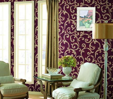 model wallpaper dinding ruang tamu ungu interior rumah