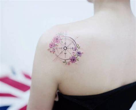 tatouages  mise sur le voyage la boussole facon