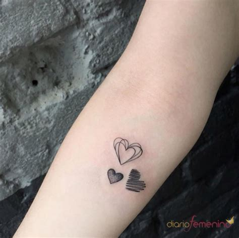 tatuajes pequenos llena tu muneca de corazones