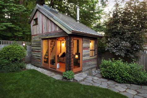 Small Backyard Buildings by 1000 Ideas About Small Sheds On Small Shed
