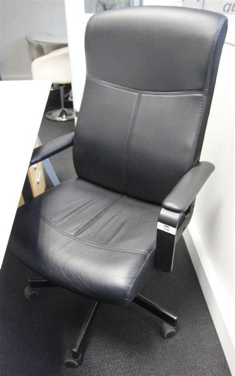 garniture de bureau en cuir fauteuil de bureau garniture simili cuir noir reposant sur