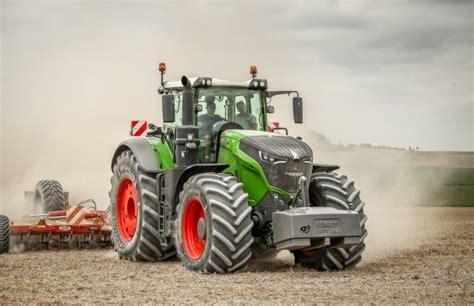 siege pour tracteur agricole le tracteur fendt 1050 au travail dans la marne matériel