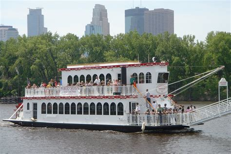 Minneapolis Boat Cruise by Minneapolis Queen Paradise Charter Cruises Minnetonka