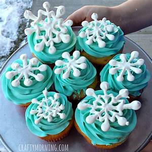 Easy Snowflake Cupcakes (DIY Toppers) - Crafty Morning