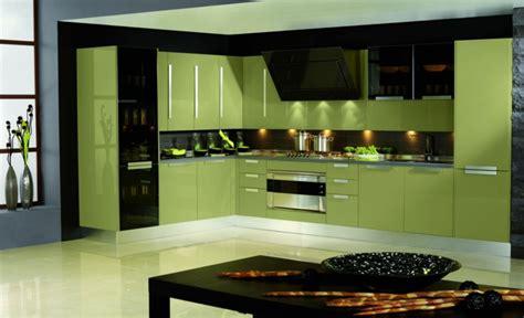 Kücheneinrichtung Mit Glänzender Oberfläche  Pro Oder Contra?