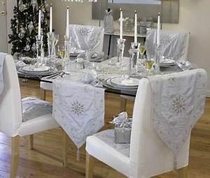 Chemin De Table Moderne : d co table de no l avec chemin de table gris argent et blanc ~ Teatrodelosmanantiales.com Idées de Décoration