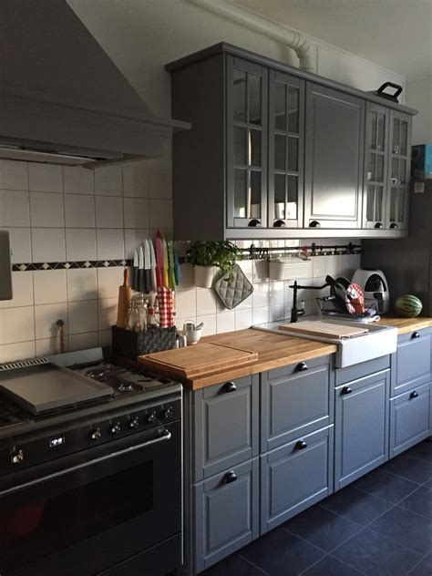 credence cuisine verre tremp excellent our ikea kitchen bodbyn brey with the smeg