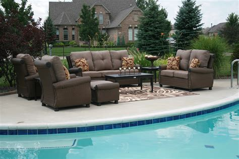 Pool And Patio Furniture by What Are The Characteristics Of The Contemporary