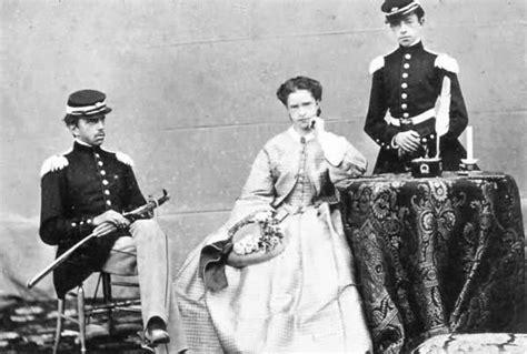 Gli amori, le mogli e i figli di amedeo savoia, il duca d'aosta scomparso a 78 anni. Amedeo di Savoia Duca d'Aosta