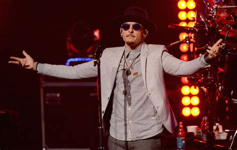 linkin parks chester bennington apologises   fan