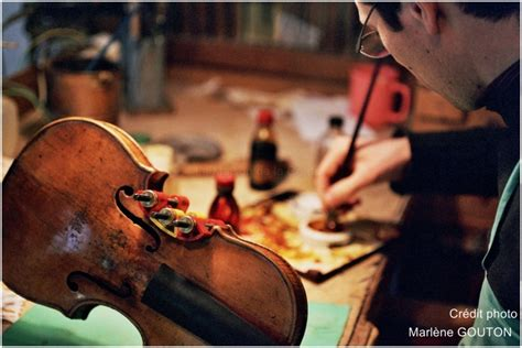 d 233 couvrez le metier de luthier de la maison de la corde