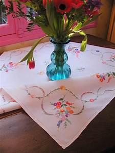 linge ancien et mercerie ancienne les nappes With affiche chambre bébé avec livre un bouquet de fleurs