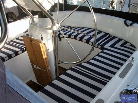 Inexpensive Boat Cushions by Best 25 Outside Cushions Ideas On Replacement