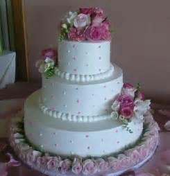 decoration gateau mariage gâteau des conseils de décoration décorer mariage gâteau idées avec des fleurs fraîches