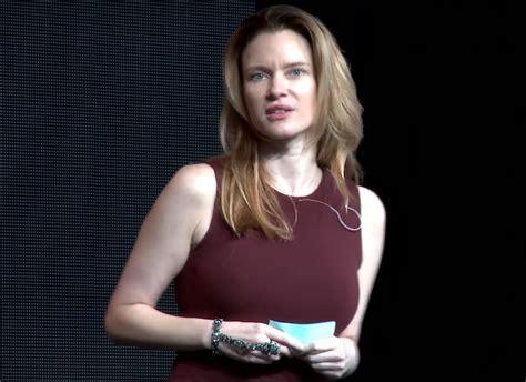 Justine Musk Net Worth, Novels, Books, Wiki, Age【 Elon