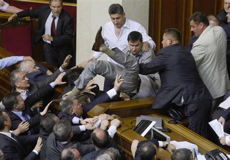 amazonia si鑒e social botte da orbi al parlamento ucraino un deputato ferito alla testa
