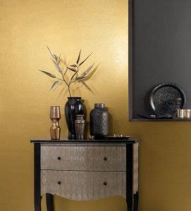 gold feature wall crown millionaire  striking