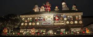 Hang Christmas Lights Up Or Down Homeowners Go All Out For Ring Of Lights Newport Beach News