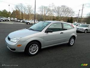 Ford Focus 2006 : 2006 cd silver metallic ford focus zx3 se hatchback ~ Melissatoandfro.com Idées de Décoration