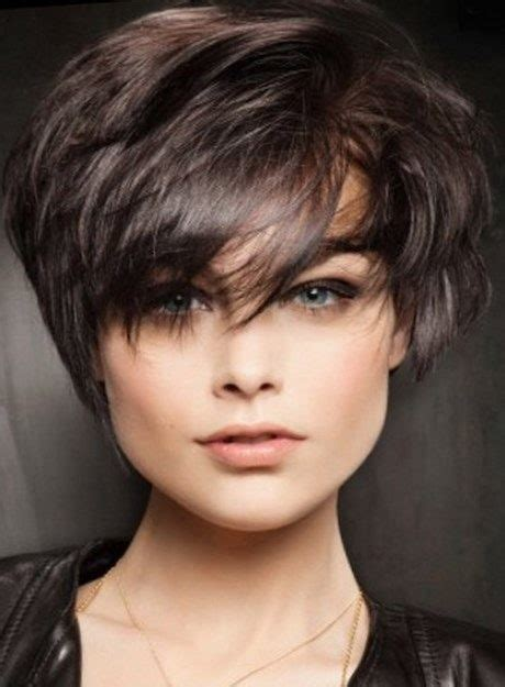 coupe courte femme  visage rond