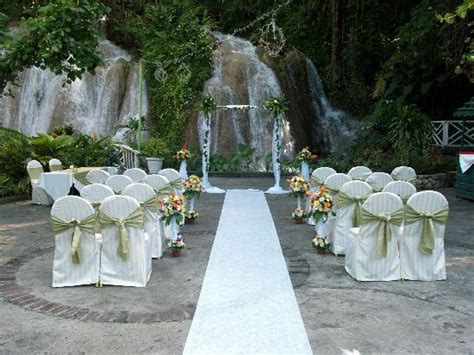 the wedding ceremony picture of the ruins at the falls