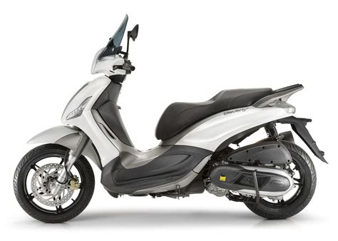 Piaggio Beverly Image by Piaggio Beverly 350 Sport Touring Scooter Acima 125 Cc
