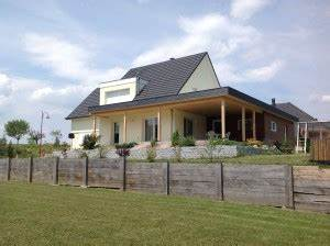 le bois pour son abri de jardin abt construction bois With maison toit plat bois 3 grande terrasse couverte 224 toit plat abt construction bois