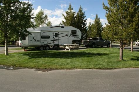 yellowstone cabins and rv park yellowstone grizzly rv park and cabins rv and tent cing