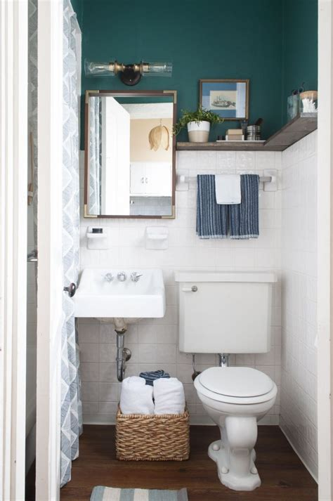 How To Decorate Small Bathroom by Best 25 Rental Bathroom Ideas On Rental