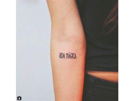 foto de Tatuaggi piccoli con le scritte: tante idee a cui
