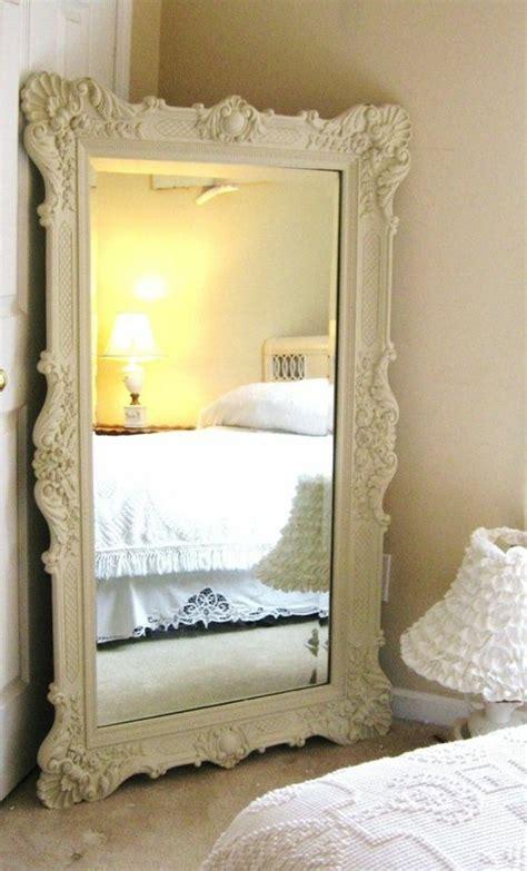 miroir pour chambre comment décorer avec le grand miroir ancien idées en