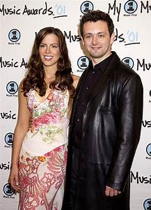 Kate Beckinsale recreates birth photo with Michael Sheen ...