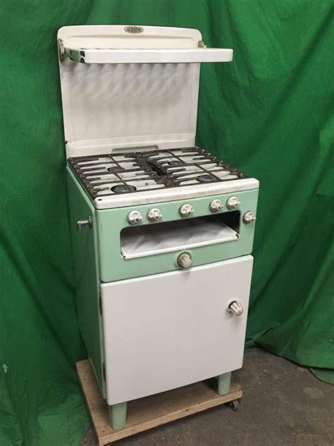 thbcggc  home green  cream gas cooker  eye level plate rack trevor howsam limited