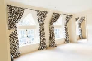 rideau de fenetre de chambre tuto diy rideau pompons la dcoration de la chambre trs soigne est