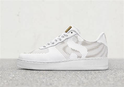 The days following the september birth of daughter alexis olympia were difficult ones for tennis champion serena williams, according to an interview in vogue. Nike Air Force 1 Serena Williams Strong And Sure | Sneaker ...