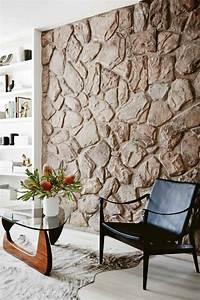 Wand Mit Steinoptik : steinwand wohnzimmer 43 beispiele wie steine auf das ~ Watch28wear.com Haus und Dekorationen