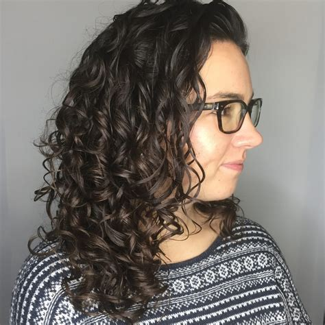 how to style to medium length hair 30 gorgeous medium length curly hairstyles for in 2018 9539