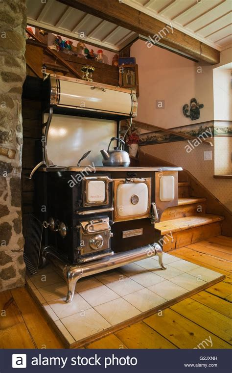 antique cookstove reproduction  sweet heart model